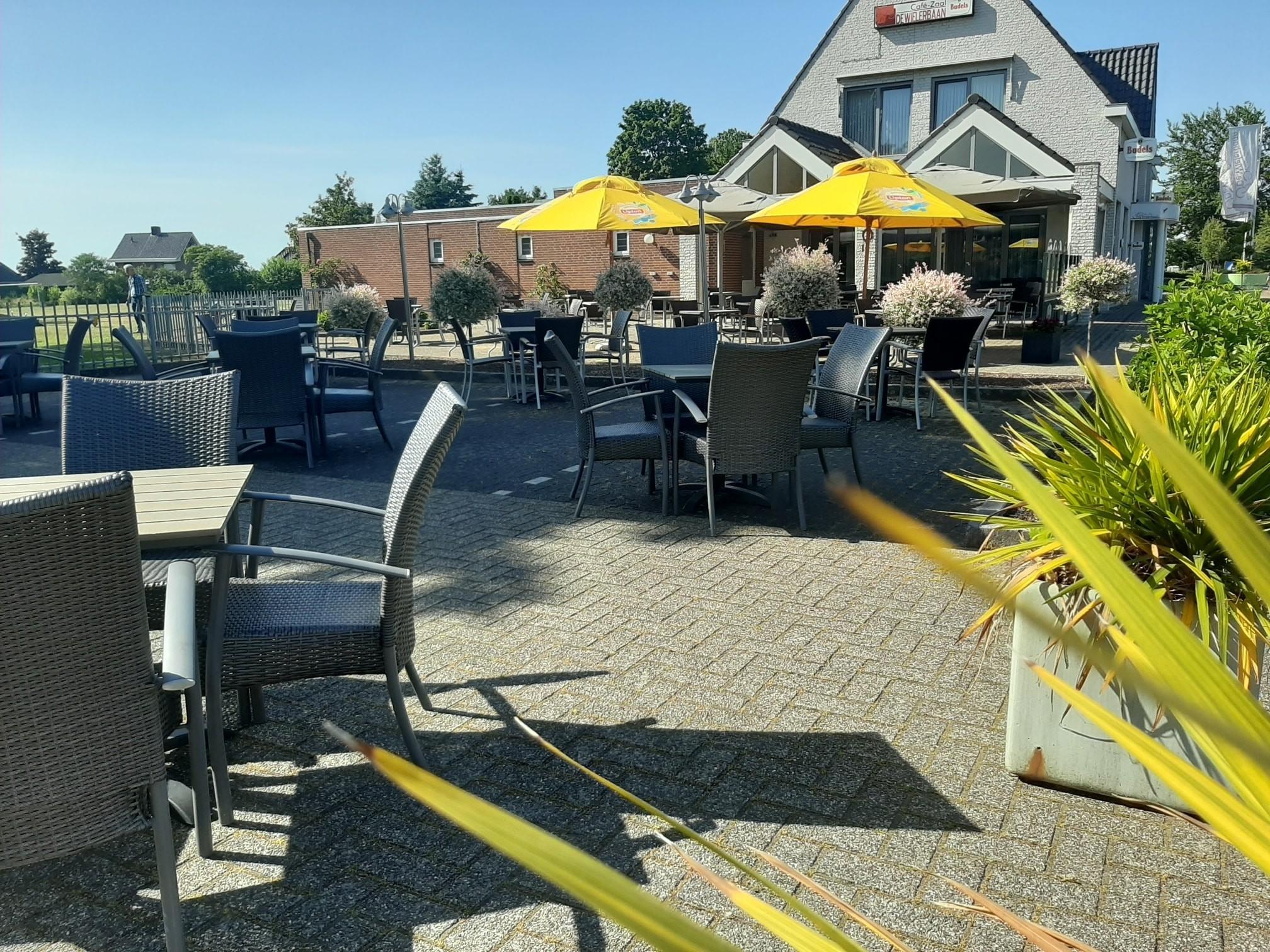 Het Café met een gezellig terras